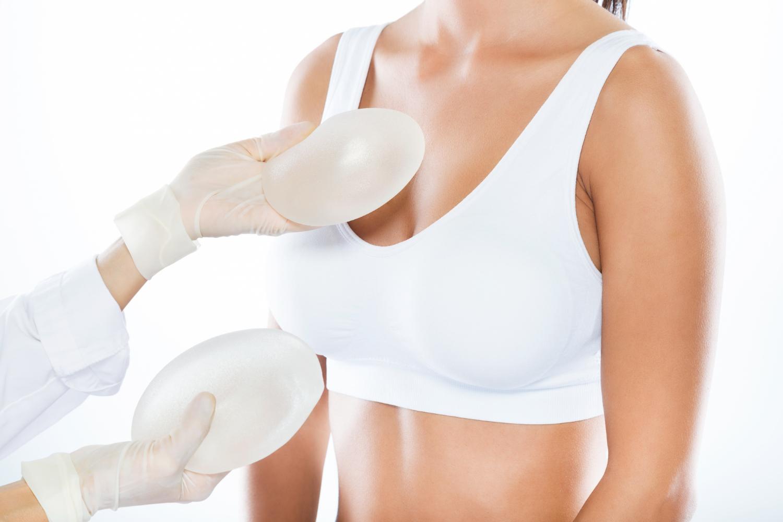 Implantes mamarios, cada vez sean mas duraderos y seguros. AUTOR FOTO: nensuria/Freepik